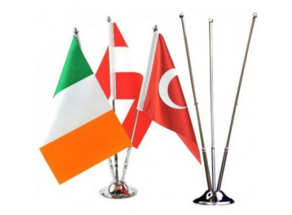 پرچم رومیزی مدل ۳ پایه